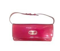 Abendtasche aus rotem Lackleder