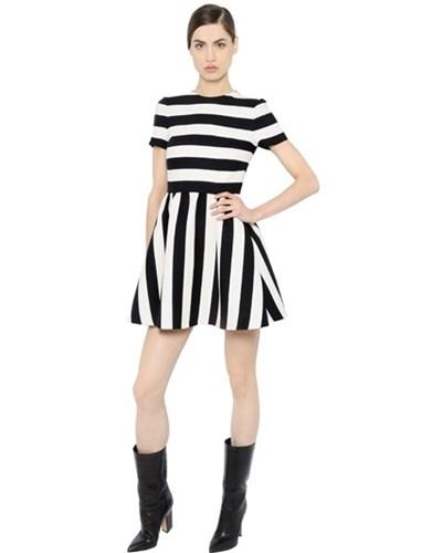 valentino damen valentino gestreiftes kleid aus wolle und seidencrepe schwarz wei reduziert. Black Bedroom Furniture Sets. Home Design Ideas