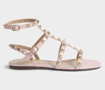Rockstud Flat Sandalen aus rosanem Patent Kalbsleder