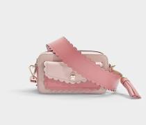 Kleine Camera Bag mit aufgesetzter Tasche aus blassrosa, genarbtem Kalbsleder