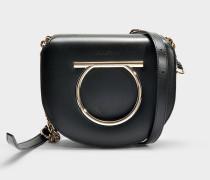 Handtasche Crossbody Gancio Vela Medium aus schwarzem Kalbsleder