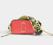 Handtasche Snapshot aus Kalbsleder mit Polyurethan Beschichtung in Rot und Bunt