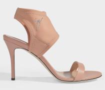 Sandalen mit mittelhohem Absatz aus nudefarbenem Neopren