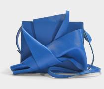Schultertasche Bow aus blauem Kalbsleder