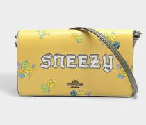 Clutch mit Schulterriemen Sneezy aus sonnenblumengelbem Kalbsleder