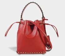 Rockstud Small Bucket Tasche aus rotem Kalbsleder