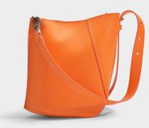 Asymetrische Hook S Bucket Bag aus orange Kalbsleder