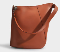Asymetrische Hook S Bucket Bag aus beige Kalbsleder