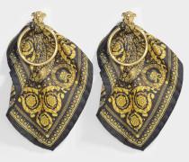 Ohrringe mit Stofftüchern und goldenem und schwarzem Metall