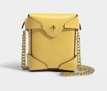 Micro Handtasche Pristine mit Kettenriemen aus pflanzlichem Kalbsleder Gelb