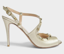 Rockstud Slingback 100 Sandalen aus goldenemem metalloptischem Leder