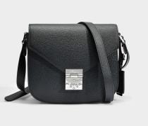 Kleine Handtasche mit Taschenklappe Patricia aus schwarzem Kalbsleder