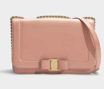 Schultertasche Vara Rainbow Medium aus rosa Kalbsleder