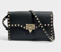 Rockstud Medium Shoulder Bag aus schwarzem Kalbsleder