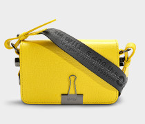 Handtasche mit Taschenklappe Mini Flap aus gelbem Kalbsleder