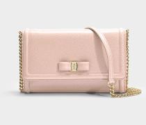 Kleine Handtasche mit Taschenklappe Ginny aus rosa Kalbsleder