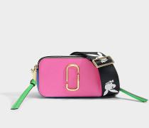 Handtasche Snapshot aus Kalbsleder mit Polyurethan Beschichtung in Rosa und Bunt