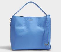 Capriccio Medium Hobo Tasche aus Celeste blauem Kalbsleder