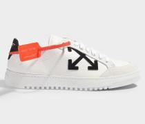 Sneaker Classic aus glattem, weißem und schwarzem Kalbsleder