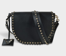 Rockstud Saddle Tasche aus schwarzem Kalbsleder