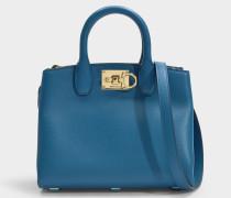 Kleine Tasche The Studio aus blauem Kalbsleder
