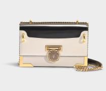 Handtasche mit Taschenklappe Baby Box 25 aus schwarzem und weißem Kalbsleder