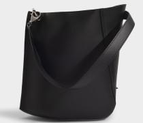 Asymetrische Hook M Bucket Bag in schwarzem Kalbsleder