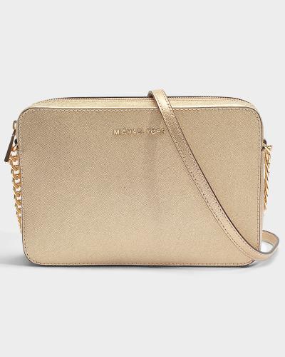 Large East-West Crossbody Tasche aus Pale goldenem metalloptischem Saffiano Leder