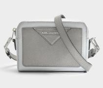 K/Klassik Kamera Tasche aus silbernem Saffiano