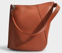 Asymetrische Hook M Bucket Bag in beige Kalbsleder