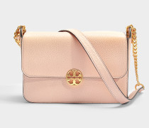 Handtasche mit Schulterriemen Chelsea aus genarbtem Kalbsleder in Rosa