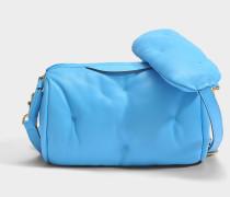 Chubby Barrel Crossbody Tasche aus blauem gestepptem Kalbsleder