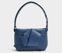 Musubi Handtasche aus Storm blauem Kalbsleders- und Lammleder