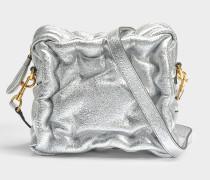 Chubby Cube Crossbody Tasche aus silbernem metalloptischem Kalbsleder