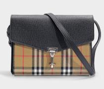 Kleine Handtasche The Macken aus Vintage Check Stoff und Taschenklappe aus schwarzem Kalbsleder