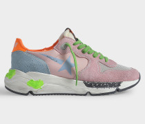 Sneakers Running Sole aus rosa-orangenem Leder mit grünen und blauen Details.