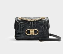 Gesteppte Handtasche Gancio Medium aus schwarzem Kalbsleder