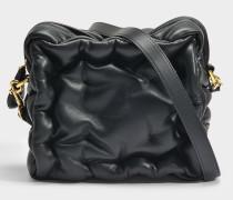 Chubby Cube Crossbody Tasche aus schwarzem gestepptem Kalbsleder