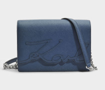 K/Signature Essential Shoulder Bag aus Deep Pundrol Saffiano