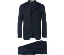 Anzug mit fallendem Revers