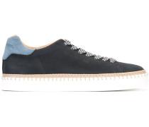 Sneakers mit Bastdetails