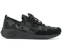 Gemusterte Sneakers mit Schnürung