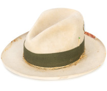 Favela hat