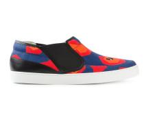Slip-On-Sneakers mit abstraktem Print