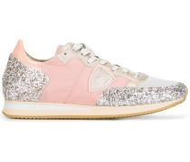 Sneakers mit glitzernden Einsätzen