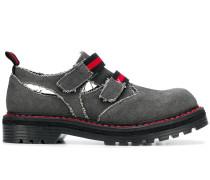 Schuhe mit Klettverschluss