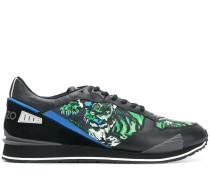 Sneakers mit Tiger-Print