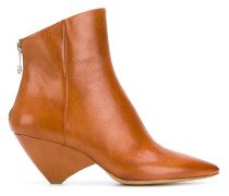 Stiefel mit geometrischem Absatz