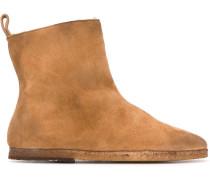 Stiefel mit mandelförmiger Kappe