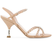 Verzierte Sandalen mit überkreuzten Riemen